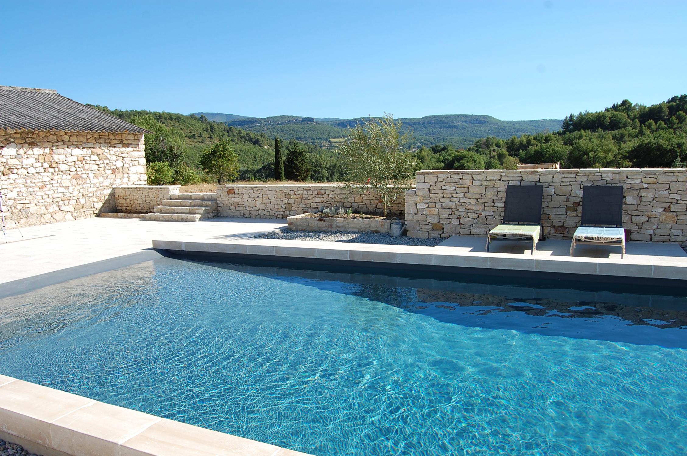 Autour de la piscine piscine plage le blog for Alentour piscine